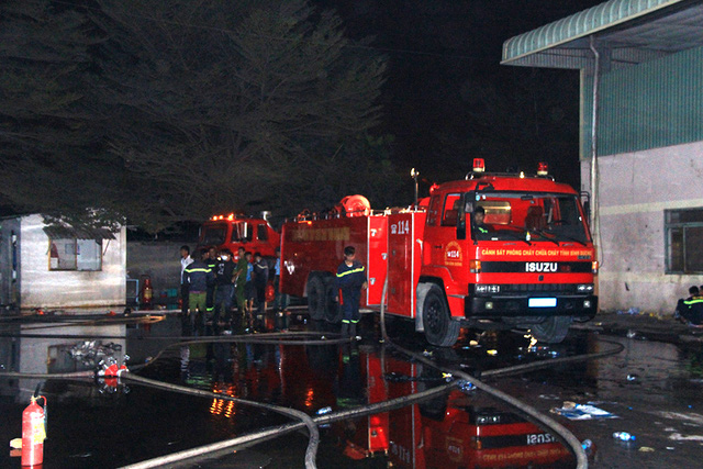 Lực lượng chữa cháy có mặt tại hiện trường.