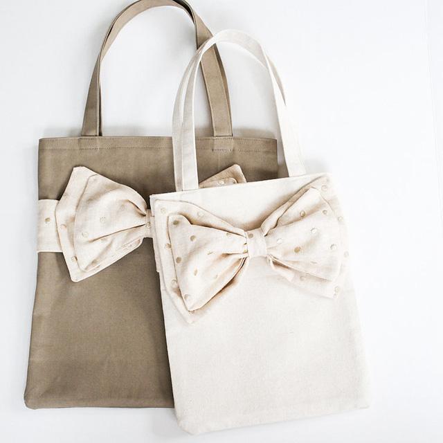 Túi đeo vai tự làm mang phong cách điệu đà.