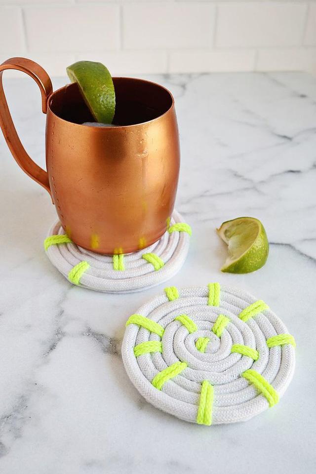 Lót cốc tự làm vừa đơn giản vừa tiện dụng.