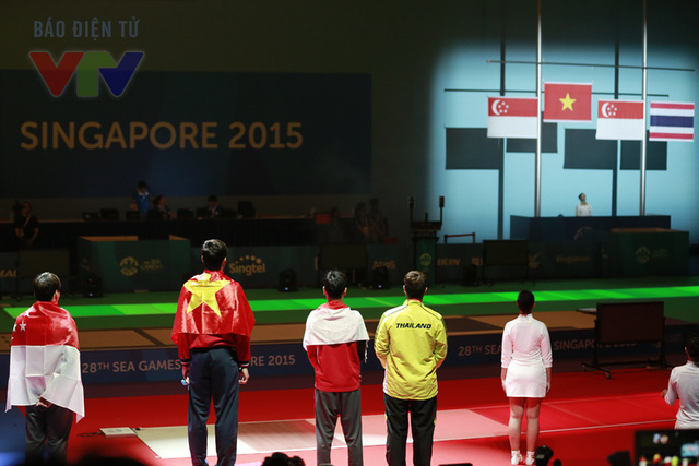 Nhìn lá quốc kỳ Việt Nam được tung bay trong nền nhạc Tiến quân ca, hẳn bất cứ người dân đất Việt nào cũng không khỏi cảm thấy tự hào.