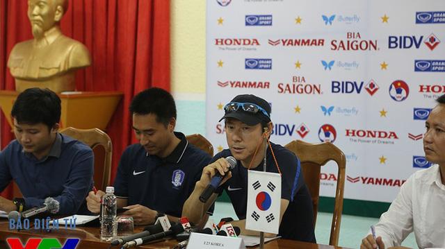HLV Shin Tae-young của U23 Hàn Quốc.