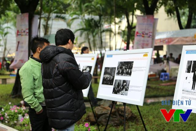 Những người tới đây còn có thể theo dõi một số hình ảnh về lịch sử, văn hóa Đông Nam Á qua ảnh trưng bày.