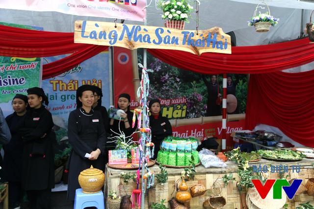 Đối với các gian hàng của người Việt, khách tới đây không chỉ được thưởng thức ẩm thực của vùng đồng bằng mà còn có cơ hội khám phá ẩm thực của một số dân tộc vùng miền núi.