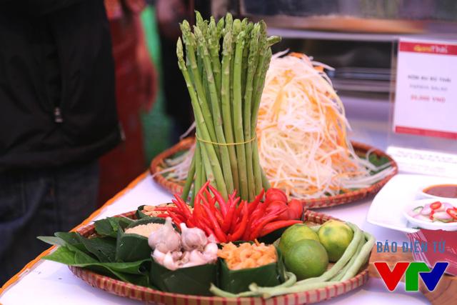 Nhiều món ăn cũng được trình bày tỉ mỉ.
