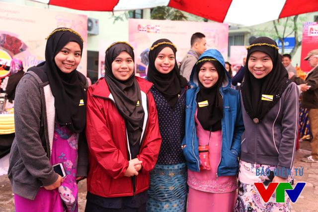 Nhiều người Đông Nam Á tới đây để được tìm hiểu thêm về văn hóa của các nước khác trong khu vực.