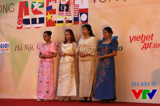 Mỗi bộ trang phục đều thể hiện nét đẹp đặc trưng của văn hóa mỗi nước.