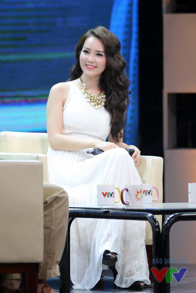 Các khách mời trong buổi ghi hình thứ 3 của chương trình là nghệ sĩ Việt Khuê, diễn giả Quách Tuấn Khanh, TS Dương Ngọc Dũng và Á hậu Thụy Vân.