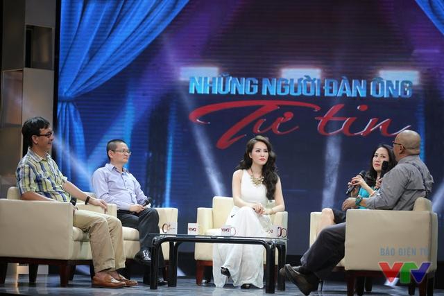 Cuộc trò chuyện diễn ra khá hào hứng với những chia sẻ thú vị và hài hước đến từ các khách mời