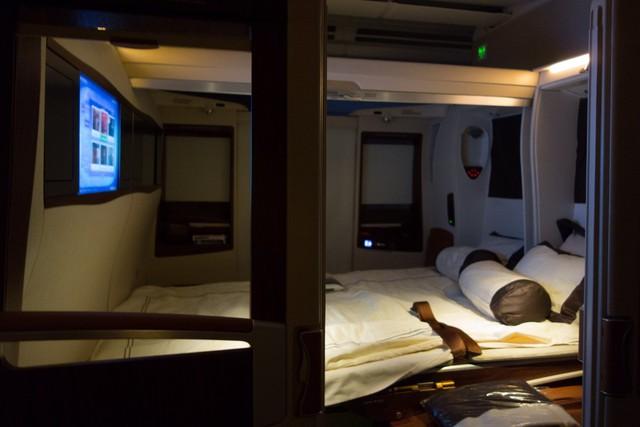 Hai chiếc ghế đầy tiện nghi sẽ được thay thế bằng một chiếc giường đôi êm ái