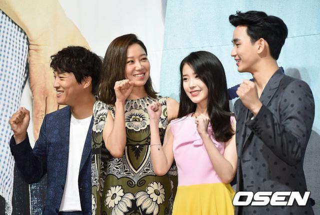 Kim Soo Hyun cùng các diễn viên của Producer trong buổi họp báo ra mắt phim diễn ra hôm 11/5