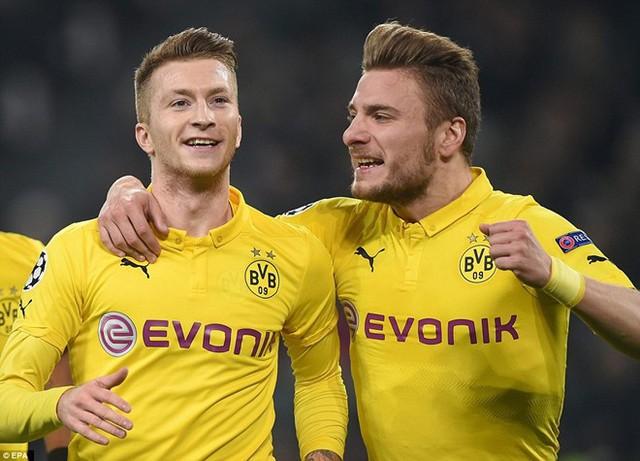 Reus (trái) đã có ngày thi đấu thành công trên phương diện cá nhân nhưng Dortmund vẫn bại trận.