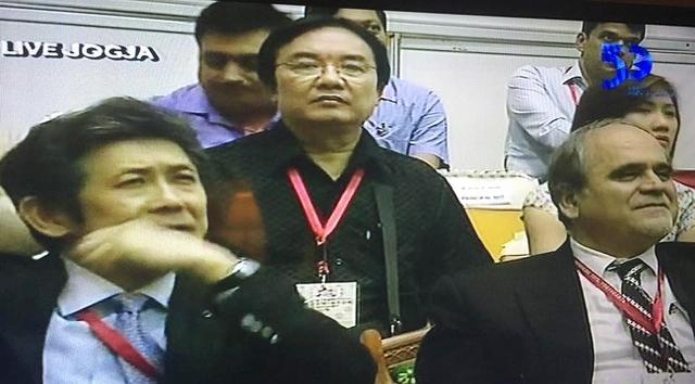 Nhà báo Phạm Việt Tiến - Phó Tổng Giám đốc Đài Truyền hình Việt Nam trên khán đài ABU Robocon 2015.