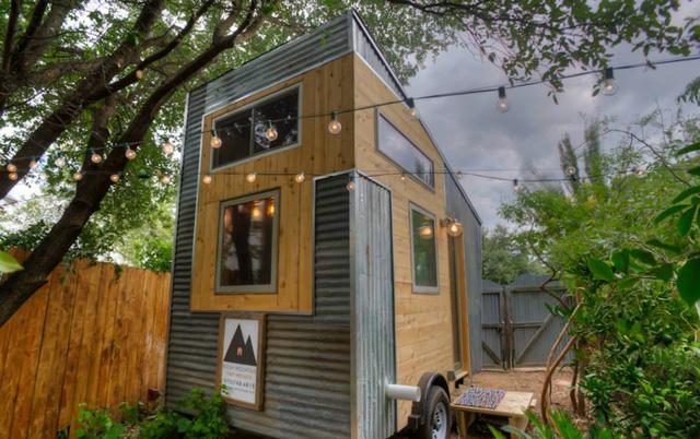 Chiếc container được tái chế khéo léo thành một ngôi nhà nhỏ.