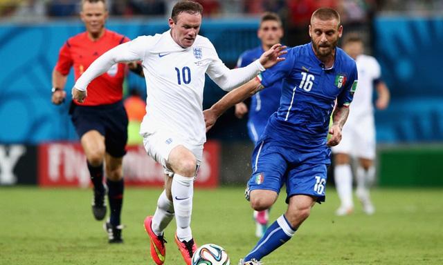 Rooney (trái) sẽ cùng Harry Kane khiến hàng thủ Italy vất vả?