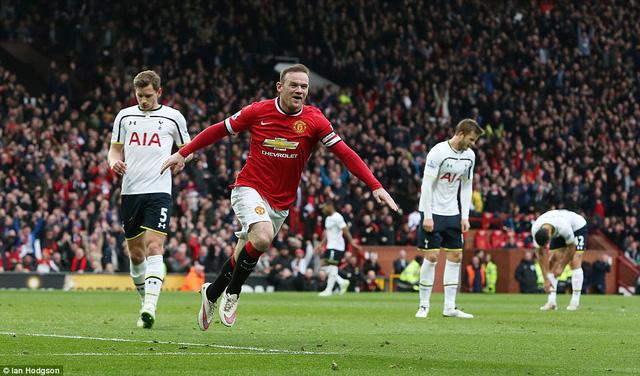 Ghi bàn ấn định thắng lợi 3-0 trước Spurs, Rooney ăn mừng theo cách thông thường.