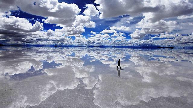 Cánh đồng muối ở Bolivia mang lại cho du khách một cảm giác bất tận về không gian