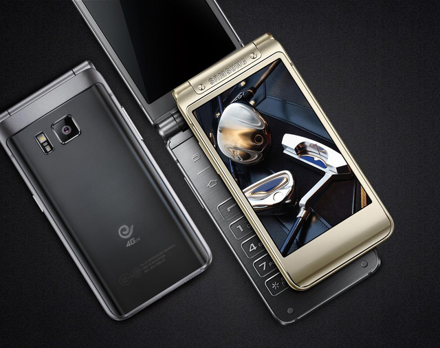 Samsung W2016 được trang bị hai màn hình cảm ứng có kích thước 3,9 inch, độ phân giải 1280 x 768 pixel