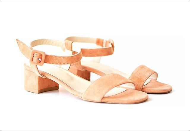 Sandals thanh lịch màu hồng lai của Maryam Nassir