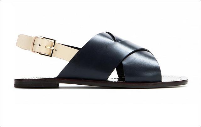 Sandals da ấn tượng màu navy của Tory Burch