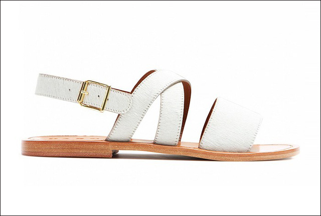 Sandals trắng trẻ trung của Marni