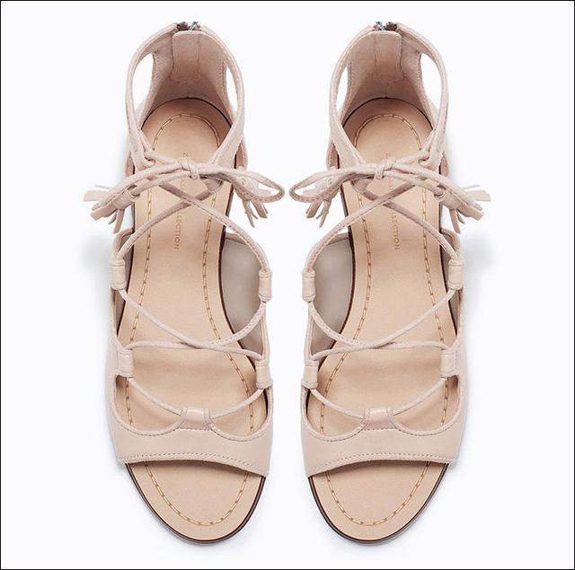 Sandals màu nude nhẹ nhàng của Zara