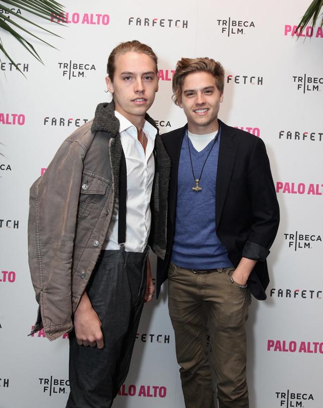 Cùng nổi lên từ một số series truyền hình của Disney, cặp diễn viên sinh đôi Dylan và Cole Sprouse vẫn luôn là hai người bạn thân thiết của nhau.