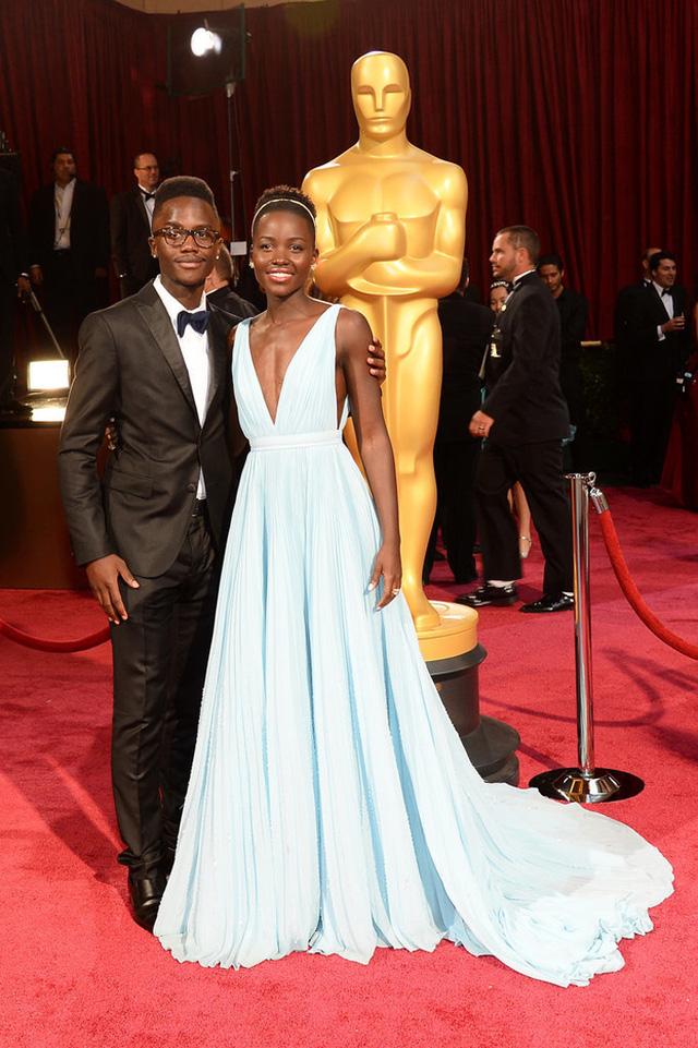 Lupita Nyongo đã dẫn dắt em trai cô - Peter Nyongo - đến gần hơn với những ngôi sao điện ảnh. Peter là người đã đồng hành bên chị gái khi cô đón nhận giải Oscar 2014.