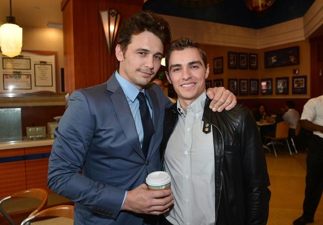 Dave Franco chúc mừng anh trai - nam diễn viên James Franco - khi James có tên trên ngôi sao của Đại lộ Danh vọng Hollywood.