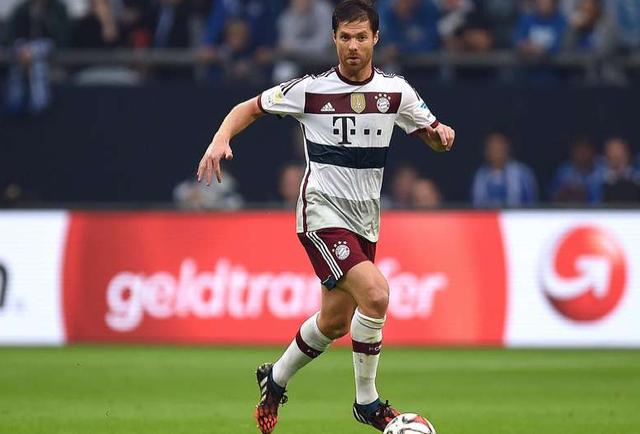 Màn ra mắt của Xabi Alonso ở CLB mới là cuộc đụng độ với Schalke. Tiền vệ người TBN lập tức gây ấn tượng khi thực hiện tới 91 đường chuyền trong 68 phút thi đấu trên sân.