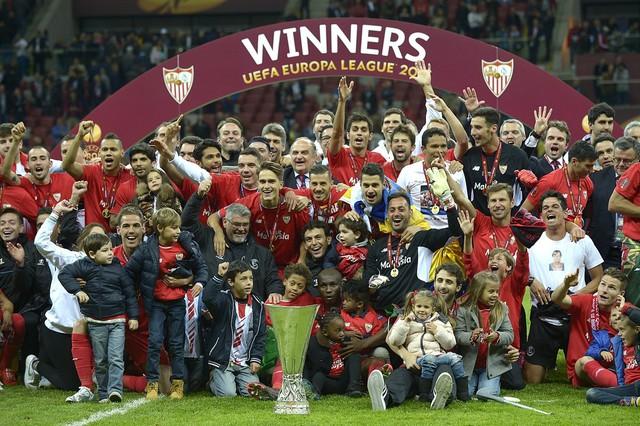 Vô địch Europa League, Sevilla được đặc cách tham dự vòng bảng Champions League 2015/16
