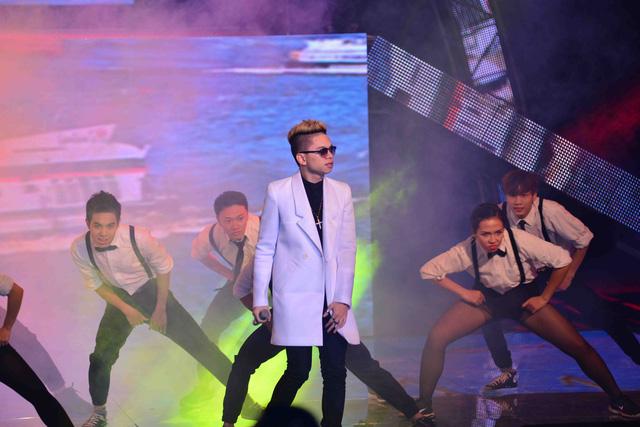 Nhóm PB Nation với phong cách sôi động khi thể hiện 2 ca khúc Thành phố trẻ - Tên tôi Việt Nam của nhạc sĩ Trần Tiến và Phúc Bồ.