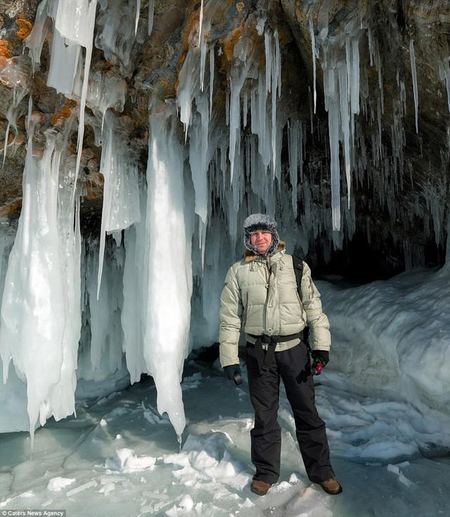 Nhiếp ảnh gia Andrey Grachev trong chuyến đi của mình.