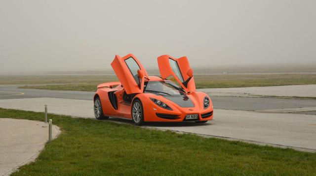 Chiếc xe mang màu sắc nổi bật như một chú bọ cánh cứng màu cam