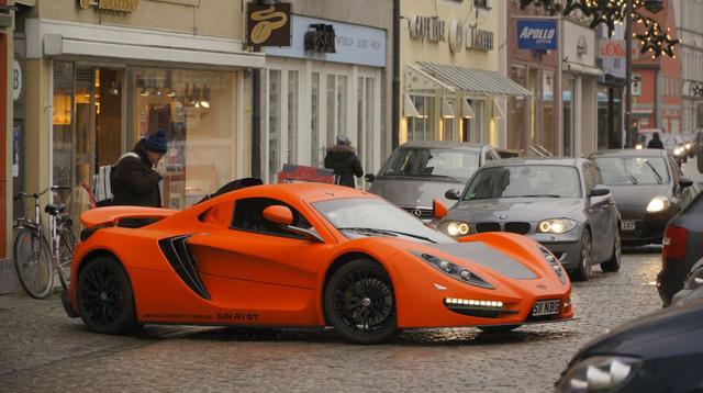 Sin R1 GT xuất hiện trên phố