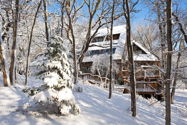 Một ngôi nhà ở Minnesota nằm lẻ loi giữa rừng