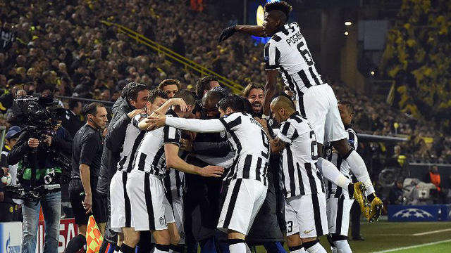 Juventus có lần thứ 4 liên tiếp vô địch Serie A