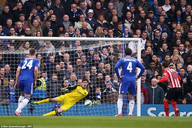 Không bỏ lỡ cơ hội tốt, Tadic dứt điểm chính xác san bằng tỉ số 1-1. Trước đó Diego Costa ghi bàn mỏ tỉ số.
