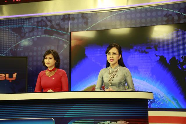 BTV Nguyệt Hà và BTV Hoài Anh bắt đầu dẫn Bản tin Thời sự 19h cuối cùng của năm Giáp Ngọ