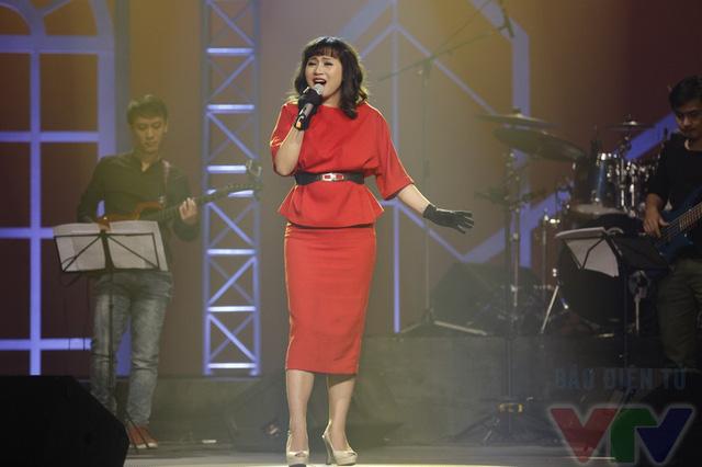 Trong chương trình Nghệ sỹ tháng, Khánh Linh sẽ thể hiện 7 ca khúc: Giấc mơ trưa, Cỏ và mưa, Giấc mơ mang tên mình, Điều hoang đường nhất, Cây vĩ cầm, Quà tặng trái tim và Họa mi hót trong mưa