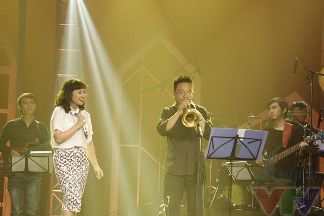 Ca sĩ Khánh Linh thể hiện ca khúc Quà tặng tình yêu cùng nghệ sỹ kèn Trumpet Trung Đông