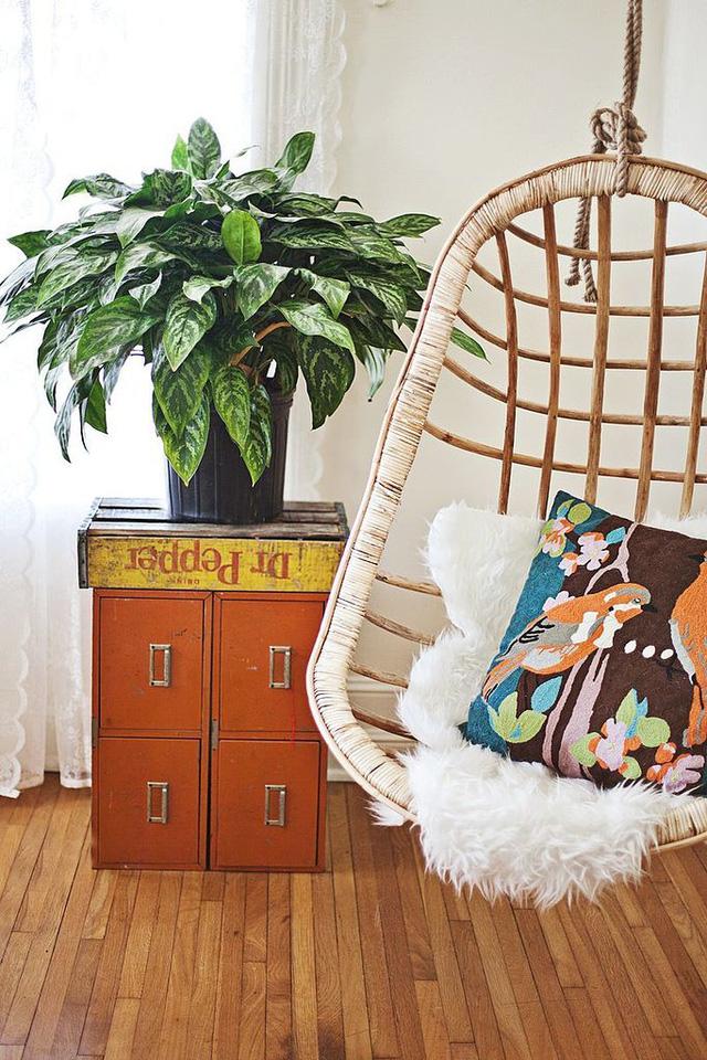 Một chiếc ghế để đọc sách và thư giãn.