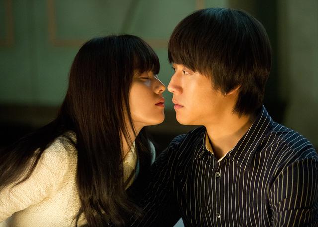 Jung Woo và Han Hyo-joo trong phim