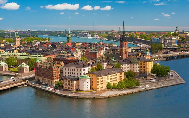 Thành phố Stockholm đẹp như tranh vẽ với những tòa nhà đất nung nằm bên bờ sông. Ảnh: Fotolia/AP