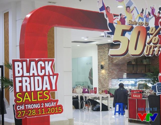 Các mặt hàng thời trang giảm mạnh trong ngày Black Friday.