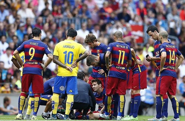 Trận đấu bị gián đoạn khi Messi quá đau và không thể tiếp tục thi đấu.