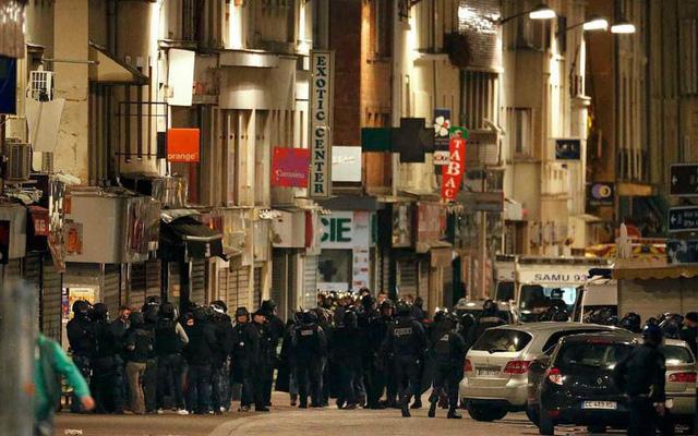 Vụ đấu súng xảy ra từ 4h30 ngày 18/11 (giờ địa phương) ở Saint Denis, nơi có sân vận động Stade de France, một trong các mục tiêu khủng bố vào đêm 13/11. (Ảnh: Reuters).