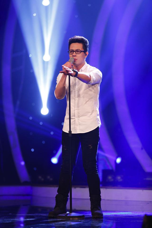 Sỹ Tuệ với phần thể hiện ca khúc Sau cơn mưa trong đêm liveshow 7 Học viện ngôi sao.