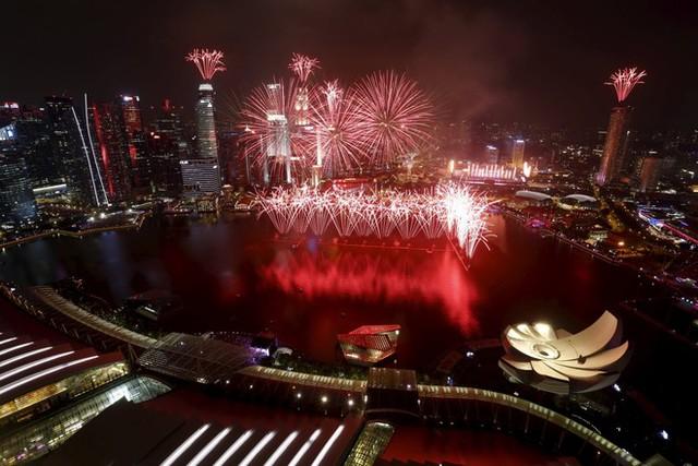 Màn bắn pháo hoa hoành tráng nhất trong lịch sử lễ mừng Quốc khánh tại Singapore