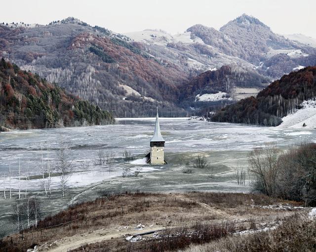Ngôi làng bị ngập ở Geamana (Geamana, Trung Romania), 2011