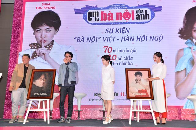 Hai bức chân dung làm từ gạo được đạo diễn Phan Gia Nhật Linh và diễn viên Miu Lê gửi tặng hai người bạn Hàn Quốc